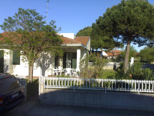 BAHAMAS 13: Villa Prestige for rent with beautiful garden in Emilia Romagna Italy