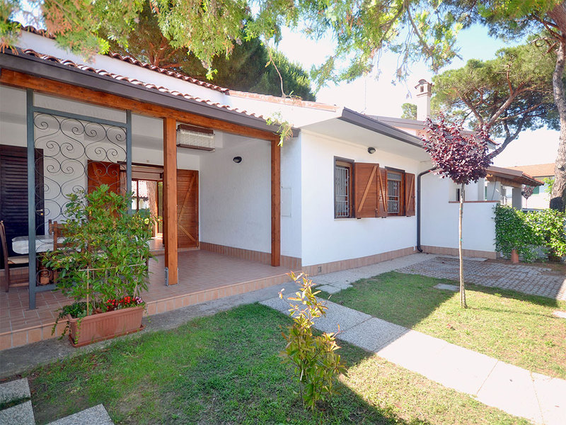 ECUADOR 19: For rent large villa on the ground floor on the beaches of Emilia Romagna