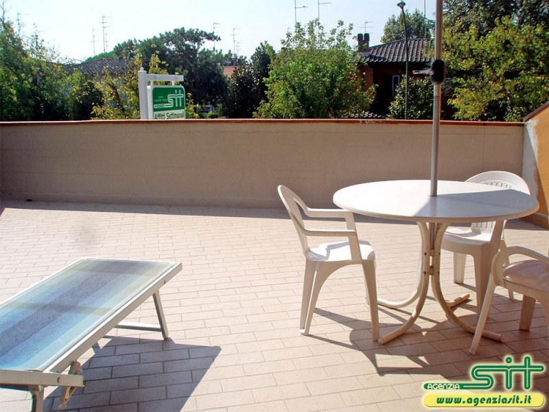 AMERICA 5B: Rent apartment with large terrace near the beach in Adriatic Seaside