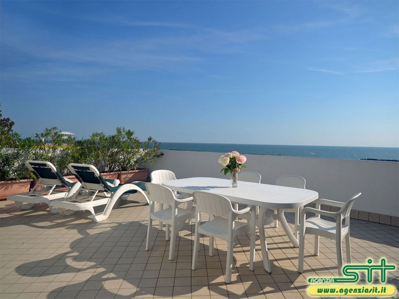 MARE 24: Rent for Adriatic Riviera holidays, exclusive beachfront apartment