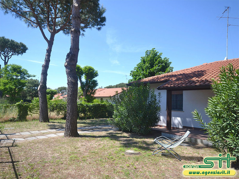 BAHAMAS 24: Villa with large garden for rent in Adriatic seaside