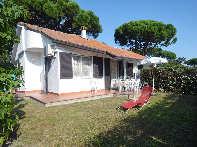 CILE 2: For rent in Adriatic seaside, villa with large garden on three sides